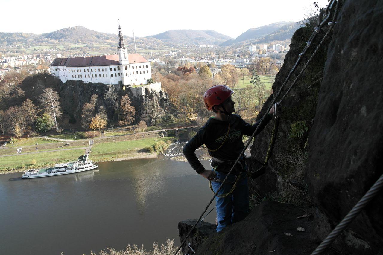 Klettersteig Sächsische Schweiz : Elbsandsteingebirge u klettersteig in děčín ein weg ist